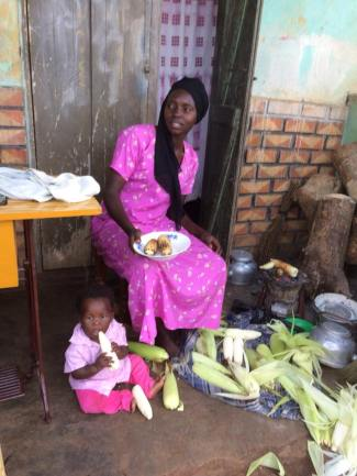 This mum gave us delicious maize to enjoy on our journey